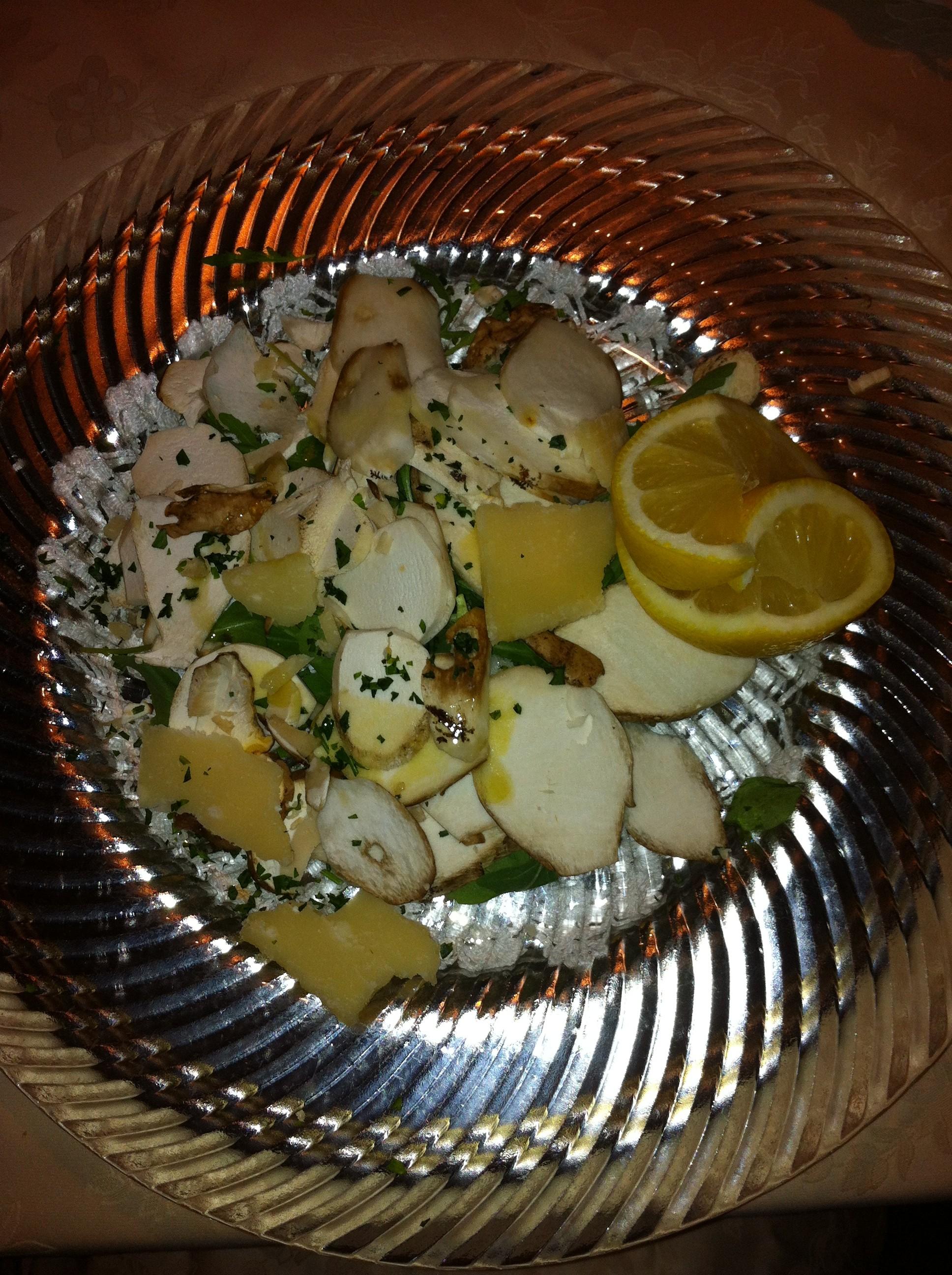 insalata di funghi porcini, rucola e parmigiano