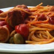 Spaghetti con olive verdi e polpettine di carne 2