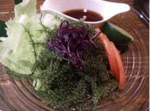 Insalata con Caulerpa lentillifera
