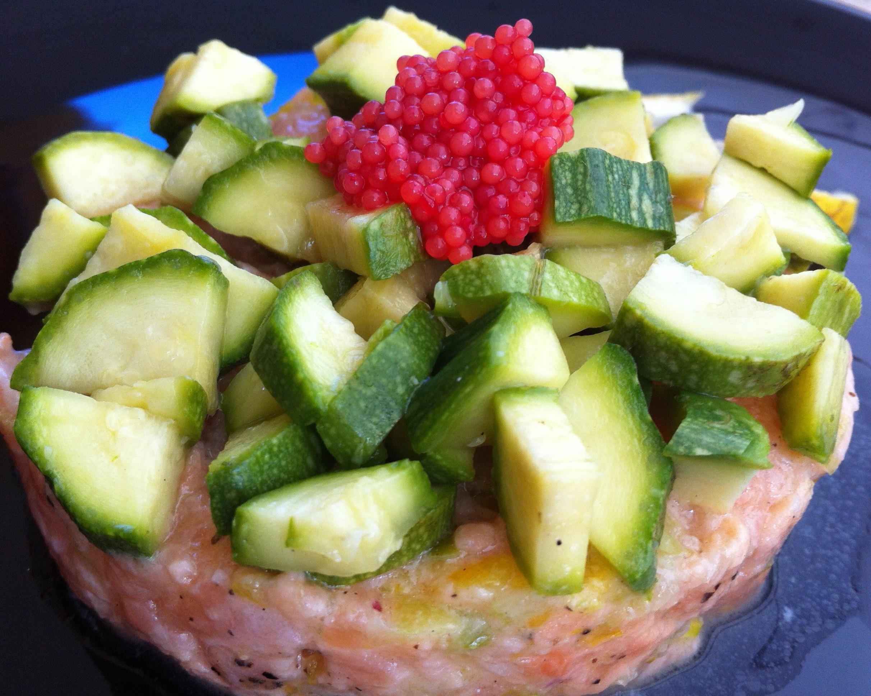 tartare di salmone con zucchine e uova di lompo