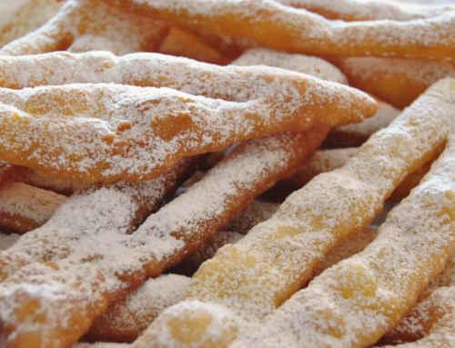 Chiacchiere o cenci (dolci di Carnevale) al forno
