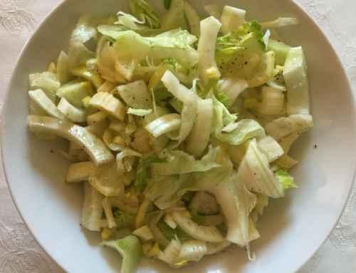Insalata di sedano, finocchio e fettine di limone
